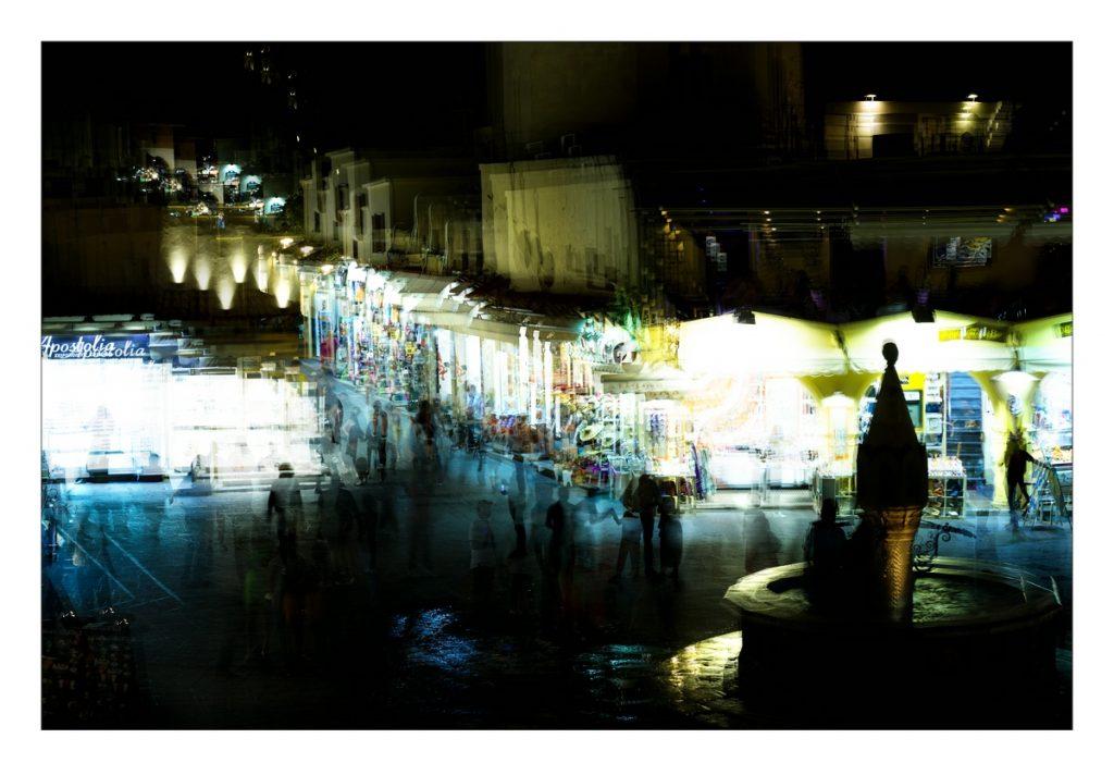 Nachtansicht vom Hippokrates-Platz in Rhodos-Stadt.